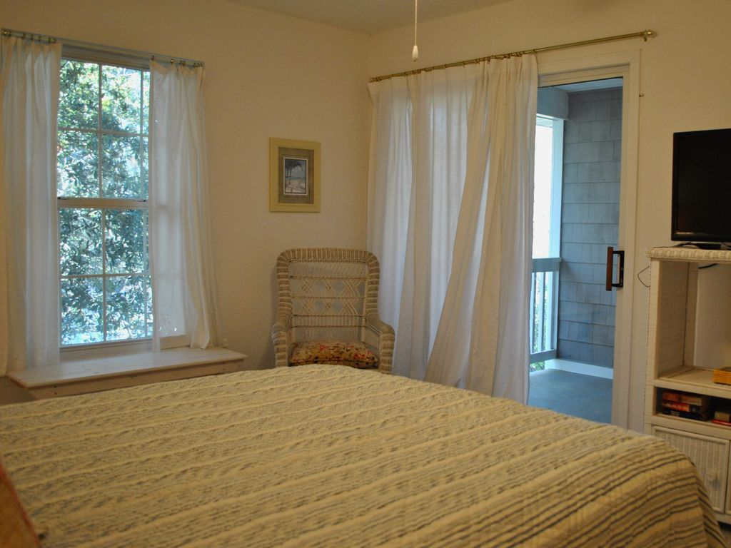 Townhouse with elevator only one mile to the beach saint for Elevator townhomes