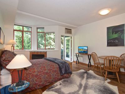 Charming and cozy Whistler Village studio in PERFECT location. Walking distance to lifts