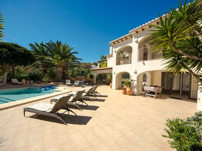 Photo for Luxury villa with heated pool, large terace, kitchen and bar outside.