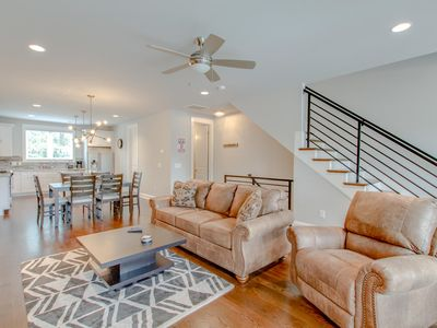 Photo for STUNNING TOWNHOME ✦ 10 PEOPLE ✦ MINS TO DOWNTOWN