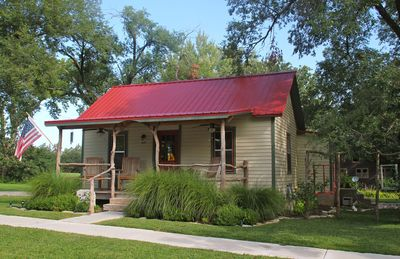 The Lark Inn on Main - Your Get A Way in The Flint Hills