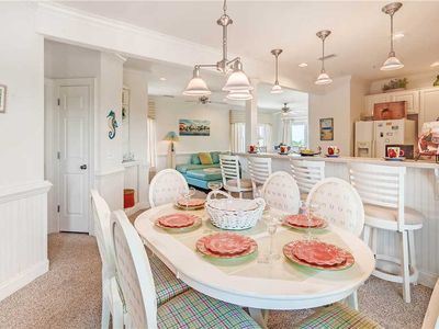 Canal & Sound Views, Hatteras! Great for Couple! Resort Pool & Private Boat Slip