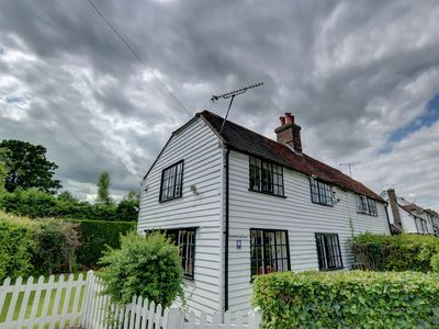 Photo for Wonderful cottage in town centre. Nearby sea, National Trust houses and gardens