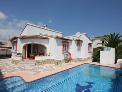 Photo for Villa with WiFi, 3 bedrooms, 2 bathrooms, 4 air conditioners, fireplace and pool ...