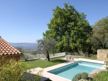 Villa with Heated Pool, Panoramic Sea View, Quiet Environment, 1 Hectare of land