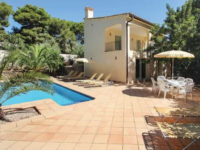 Photo for Family-friendly villa w/ pool, 5 bedrooms, A/C, Wi-Fi + BBQ