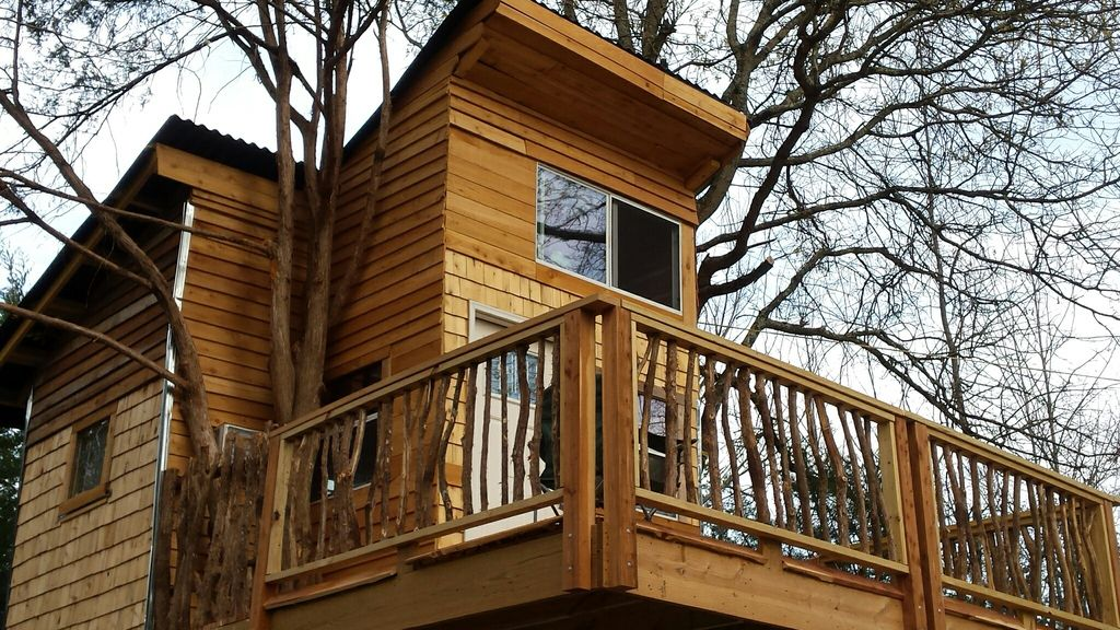 Real Treehouse N 2 Trees, Sleep 4+, Modern Bathroom, Private Forest, Shaded  Area