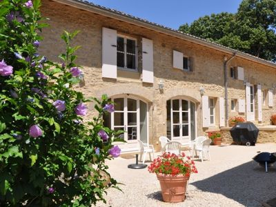 Photo for Le Bassin, charming and elegant holiday home for 6 p., at the gates of Provence