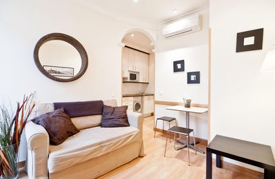 Photo for Gran Via VIII apartment in Malasaña with WiFi, integrated air conditioning, balcony & lift.