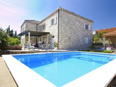 Photo for Beautiful modern villa for your vacation.