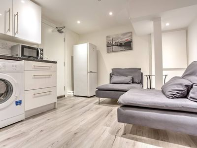 Photo for 2BR Home by Elephant & Castle, 4 guests