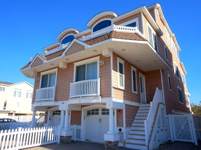 Beautiful Beachfront Townhome with Sunrise and Sunset views! Tranquil location,  24th St beach is a protected rafting beach, 26th St beach is a Surfing Beach.