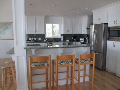 446 Tarpon - BEAUTIFUL GOURMET KITCHEN WITH BAR SPACE