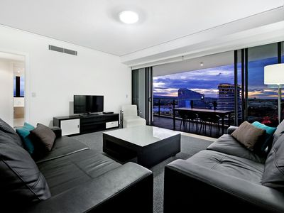 Photo for SLEEPS 10, 3 bed with ocean views