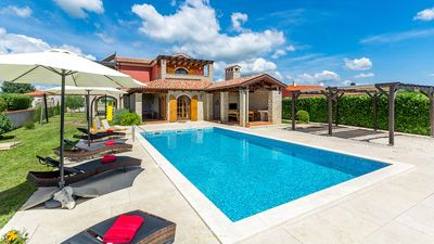 Photo for Beautiful villa with private pool near Pula