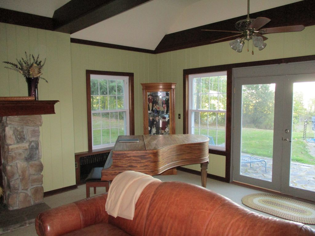 5 Br Cooperstown Family Home: 9 Acres of Land & Grill. 4200 Sq ft w/ lake view