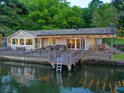 Private Lakefront Home ~ Huge Waterfront Deck With Fire Pit