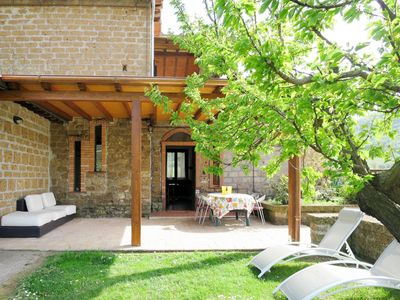 Photo for Lovely apartment for 8 people with WIFI, pool, TV, balcony, pets allowed and parking