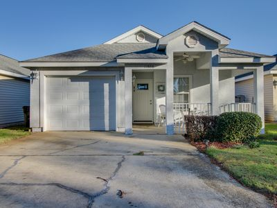 Photo for Spacious home w/shared pool in gated community near beach - snowbirds welcome!