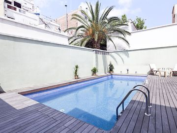 Terrace and Pool Apartment in Barcelona City Centre for 10 people! Free Wi-Fi!