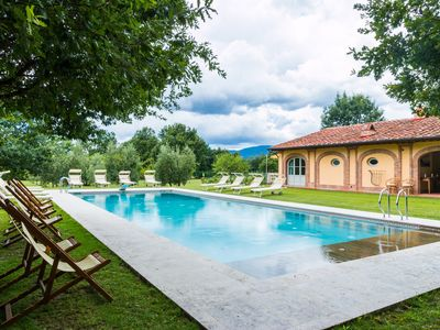 Photo for Charming country house in the heart of Tuscany