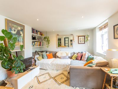 Photo for Charming 2 Bed Flat in Notting Hill for 4 people