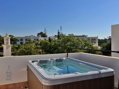 Photo for Smart three bedroom townhouse with air-conditioning. Five minutes walk to Vale do Lobo beach C537