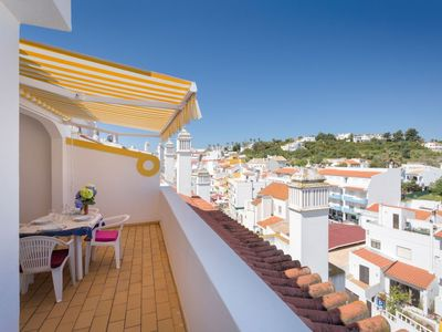 Photo for Apartment 2 m from the center of Carvoeiro with Parking, Internet, Washing machine, Air conditioning (984314)