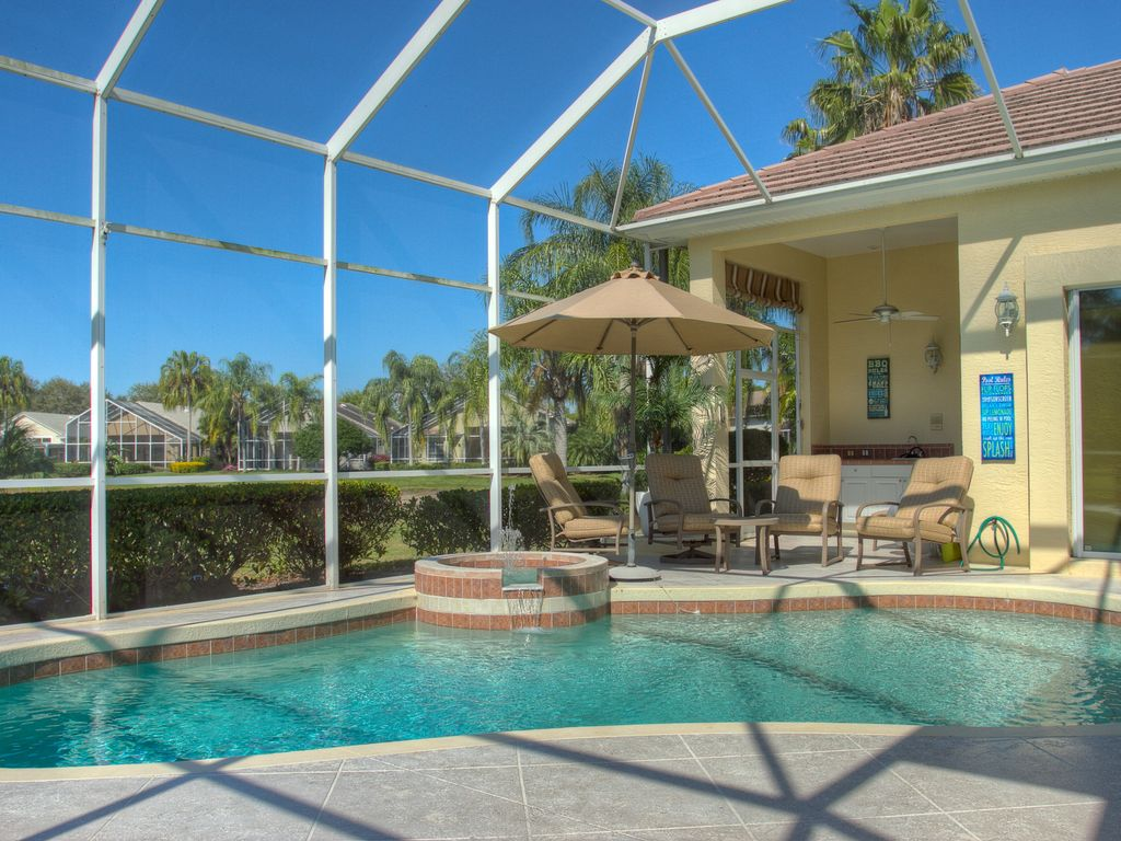 3 bedroom 3 bath west facing pool home located in for 3 bedroom house with pool