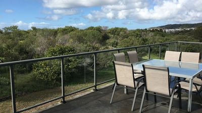 Beachside Beauty - Caves Beach - just 100m from the beach with amazing views