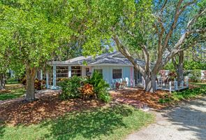 Photo for 3BR House Vacation Rental in Longboat Key, Florida