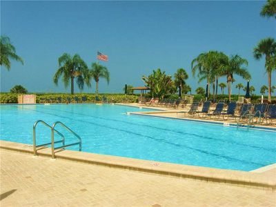 Huge ocean-front pool - Gulf and Bay Club has a huge pool for doing laps or just relaxing on a sun bed