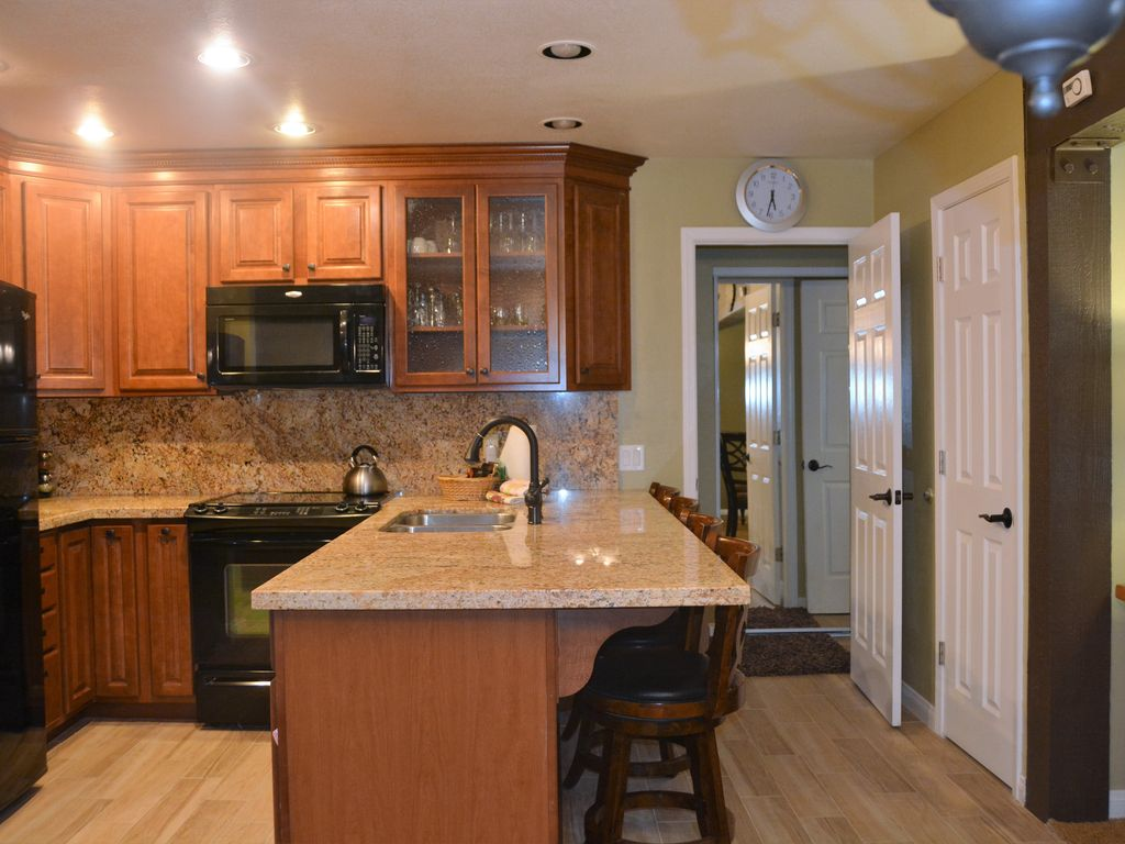 Beautiful 2 bed/2 bath 110 Yards from Canyon Lodge Lifts!, Mammoth ...
