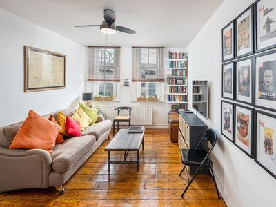 Photo for Sophisticated Brixton 2 Bed - 12 min Oxford Circus