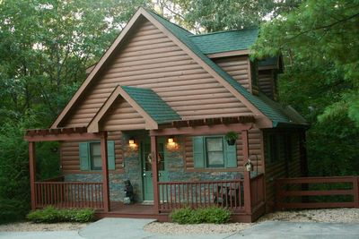 Kickin' Back Cabin - Front Porch and Entrance