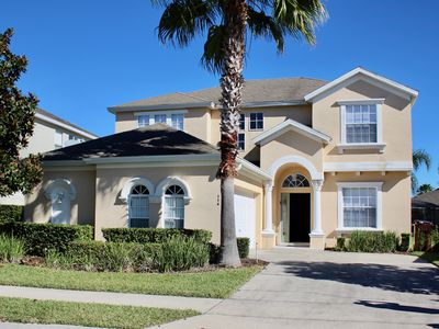 Photo for 5 Bed property, 4.5 bath, large pool/jacuzzi. Close to H27 & I4 easy to Disney