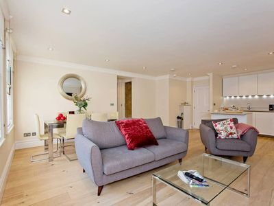 Photo for Bright and Stunning 2 Bed and 2 Bath in Mayfair