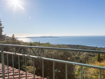 Photo for Studio in villa & garden, exceptional panorama on sea and peninsula of Giens
