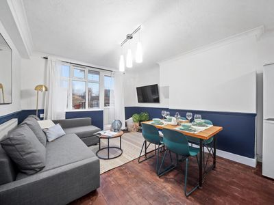 Photo for Beautiful Three Bedroom Apartment Old Street
