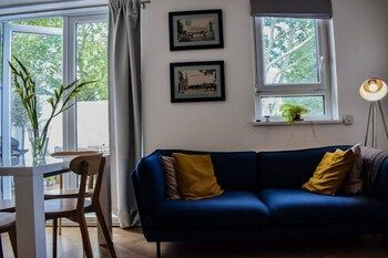 Photo for Stylish 3 Bedroom Home With Roof Terrace