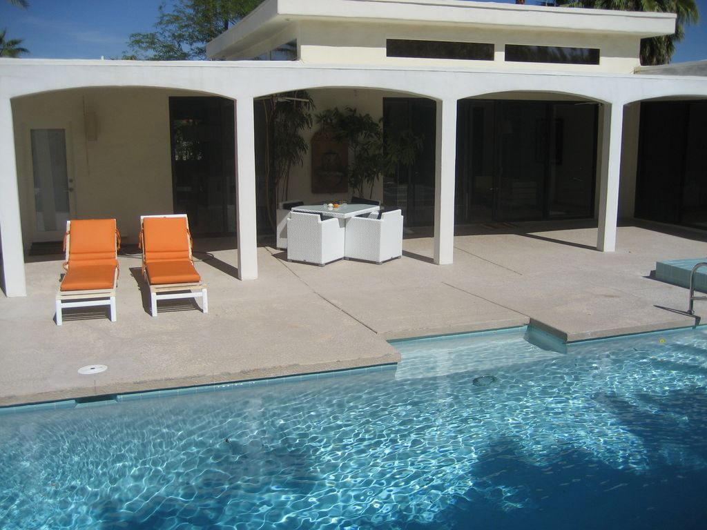 Palm Desert House Rental   Covered Patio, Tanning Shelf In Pool