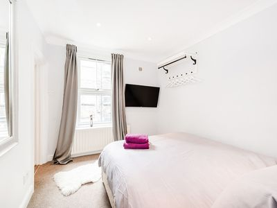 Photo for Beautiful one bedroom apartment in E1 London