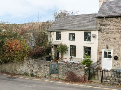 Photo for GRANGE COTTAGE, pet friendly in Castleton, Peak District, Ref 928584