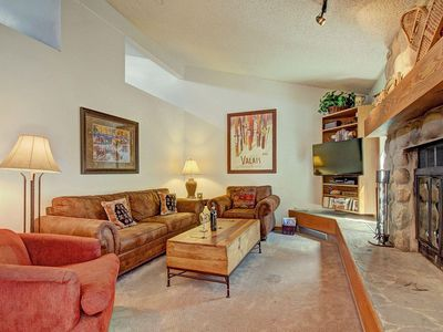 Pet Friendly Condo. New Furniture, Recent Updates. King Bed, Hot Tubs, Pools, Wood Fire Place.CC301