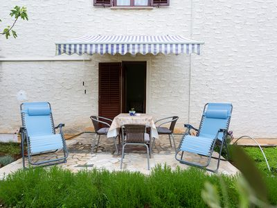 Photo for Cozy apartment with garden in a quiet location near the beach in Funtana