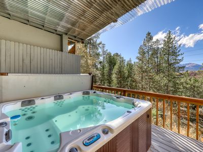 Photo for Comfortable house w/private hot tub, fireplace, entertainmen