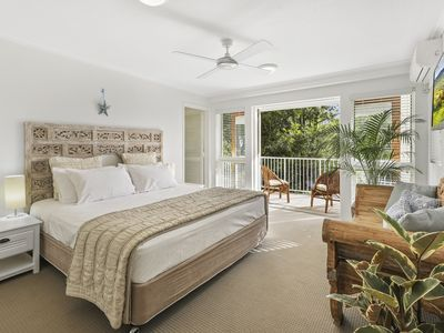 Photo for Tropical Retreat just METRES from Noosa River