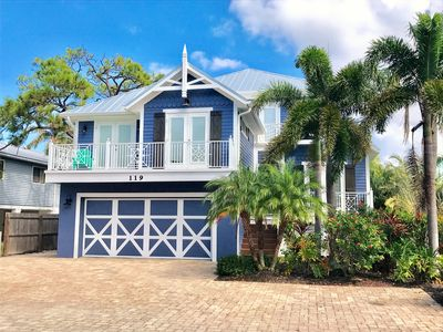 1 Block to Beach, LARGE Private Pool - 6 Bdrm Luxury House!