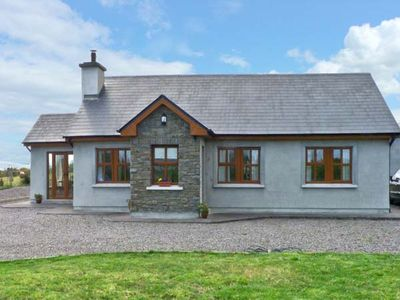 Photo for STOOKISLAND COTTAGE, pet friendly in Cromane, County Kerry, Ref 14505