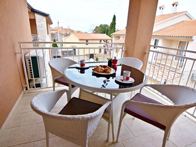 Photo for Apartment NOA1 Poreč-Tar with swimming pool, balcony, games room, Wi-Fi, barbeque